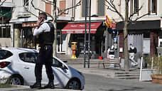 Беженец из Судана правил «неверных» ножом  / Жертвами террористического акта во французском городке Роман-сюр-Изер стали двое человек