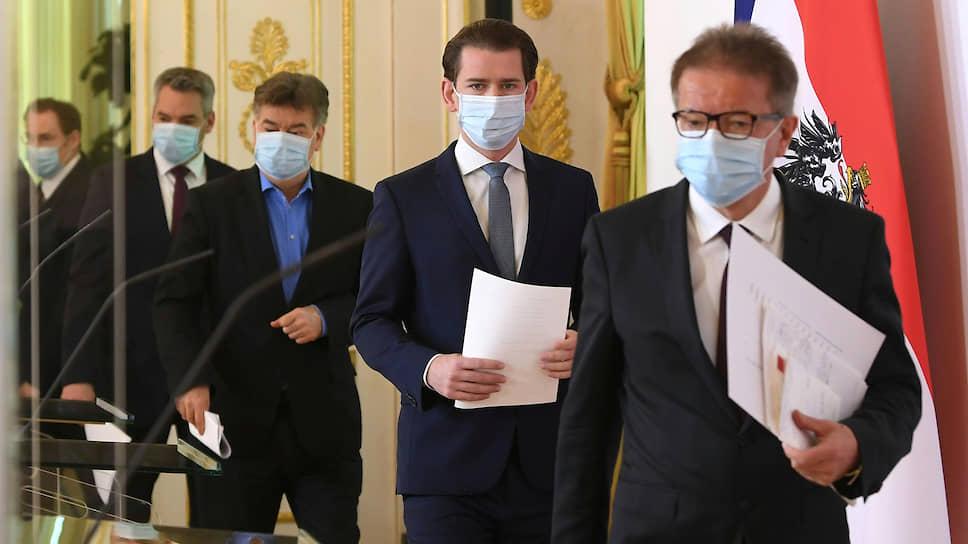 Слева направо: министр внутренних дел Австрии Карл Нехаммер, вице-канцлер Вернер Коглер,  канцлер Себастьян Курц и министр здравоохранения Рудольф Аншобер