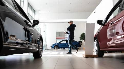 Российский авторынок погнал против тренда  / В апреле ожидается резкое падение продаж легковых машин