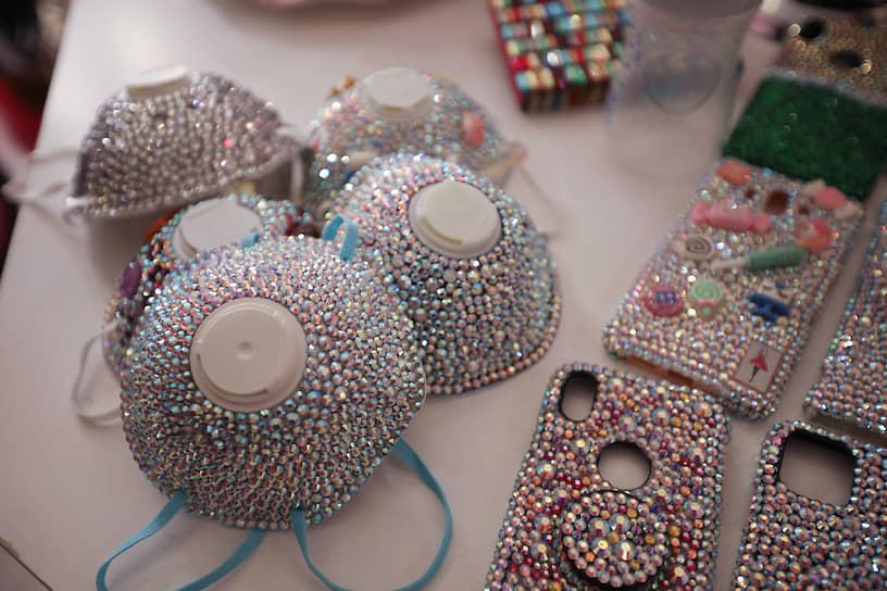 Амман, Иордания. Маски, украшенные кристаллами Swarovski, от дизайнера Самии Аль-Заклех