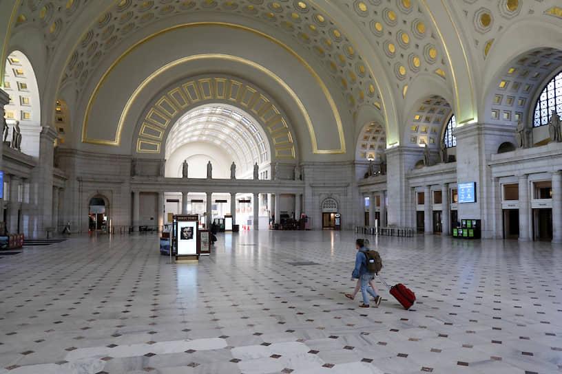 Одна из наиболее загруженных станций метро Вашингтона Юнион-Cтейшн. Обычно она обслуживает около 30 тыс. пассажиров в день
