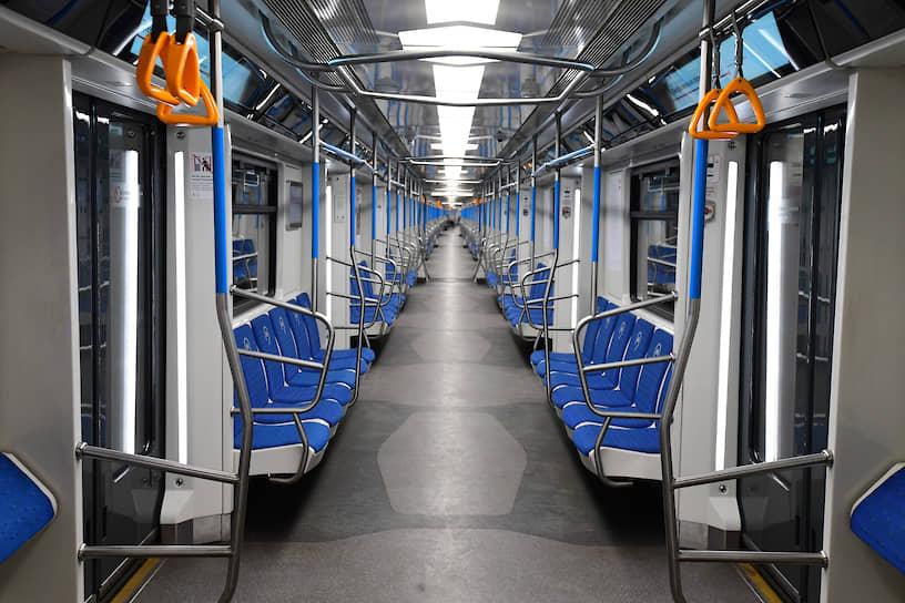 Пустой вагон поезда Московского метрополитена