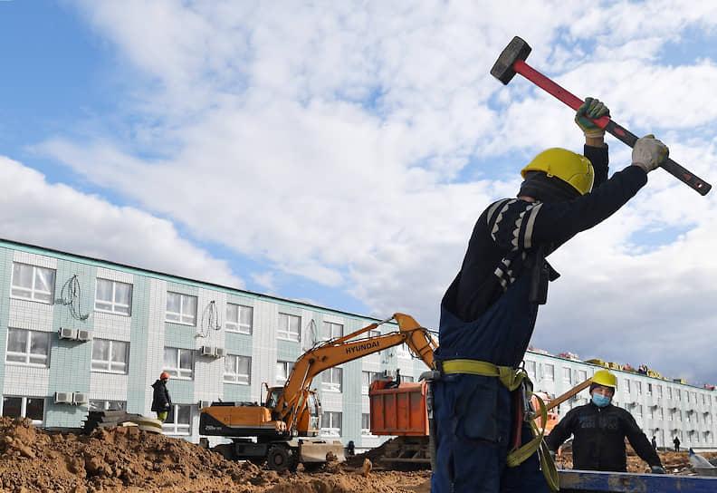 Всего в рамках проекта возведут порядка 50 одноэтажных строений и 14 секций общежитий в 2-3 этажа