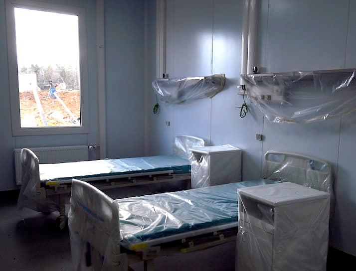 По планам каждая палата будет сделана по принципу мельцеровского бокса (полная индивидуальная изоляция больных): размещение сделают двухместным, для пациентов создадут отдельный вход с улицы