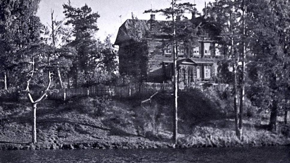 Деревянный дом на берегу Очаковского пруда