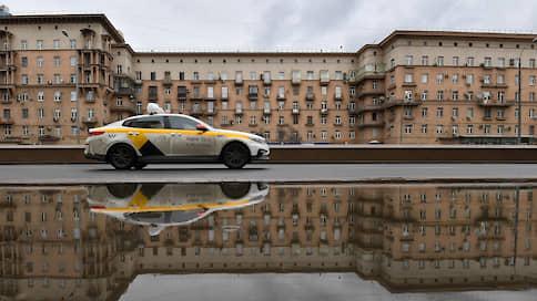 В такси подсадят «Помощника Москвы»  / К системе верификации пропусков в поездках остается много вопросов
