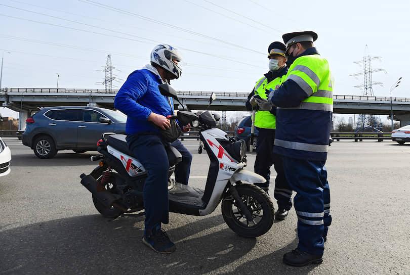 Проверка пропусков при въезде в Москву на Ленинградском шоссе