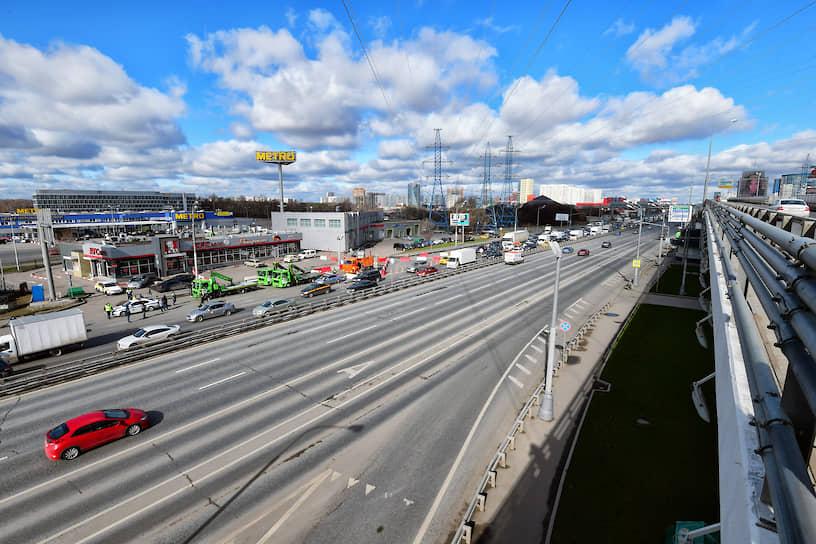 Пробка у пункта проверки пропусков на Ленинградском шоссе