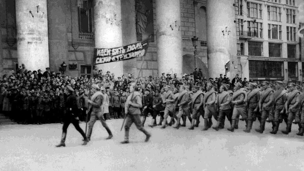 После начала массированного польского наступления под красные знамена встали даже недавние участники Белого движения