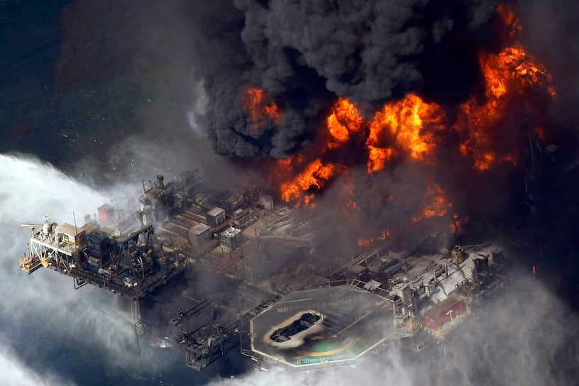 В результате было разлито свыше 780 тыс. тонн нефти. Это одна из крупнейших экологических катастроф в истории США