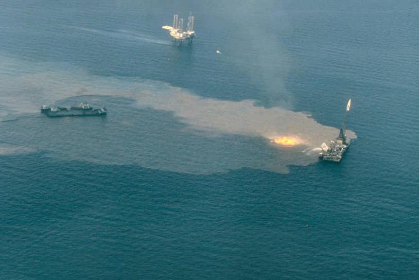 В июне 1979 года произошел взрыв на нефтяной платформе Ixtoc I компании Pemex. Утечку остановили лишь через девять месяцев, за это время в Мексиканский залив попало 460 тыс. тонн нефти. Общая сумма ущерба оценивалась в $1,5 млрд