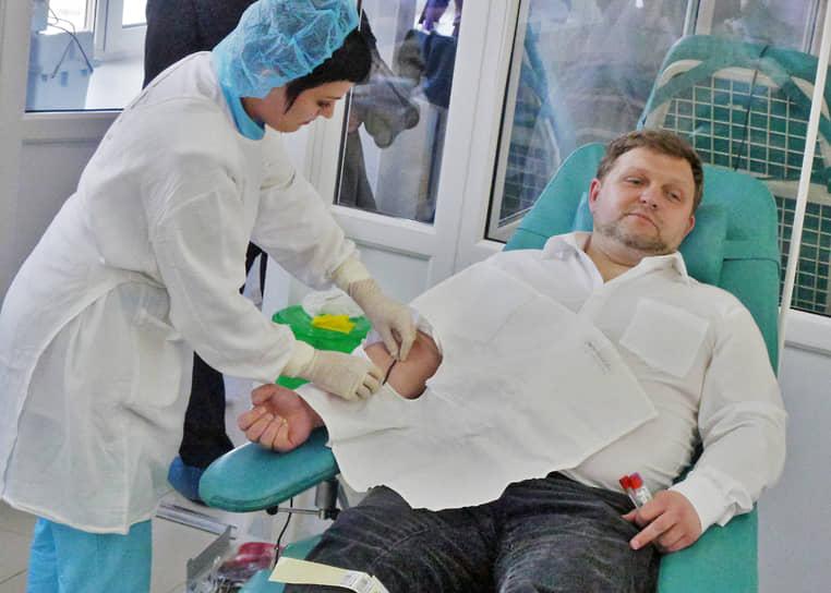 <b>Никита Белых, экс-губернатор Кировской области</b><br> «Во всем мире акт донорства является добровольным своеобразным самопожертвованием ради других людей. Многие из тех, кто регулярно сдает кровь, считают это эмоционально и социально важным для себя независимо от денежной составляющей»