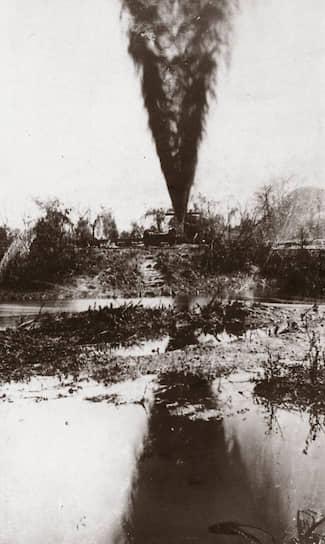 """Крупнейшим в истории разливом нефти считается нефтяной фонтан """"Лэйквью"""" в штате Калифорния (США). В результате аварии было разлило свыше 1,2 млн тонн нефти, фонтан бил в течение 18 месяцев с марта 1910 года по сентябрь 1911-го. Катастрофа имела бы еще большие экологические последствия, но работники нефтяной вышки вовремя огородили место, не дав нефти достигнуть крупного озера Буэна-Виста"""