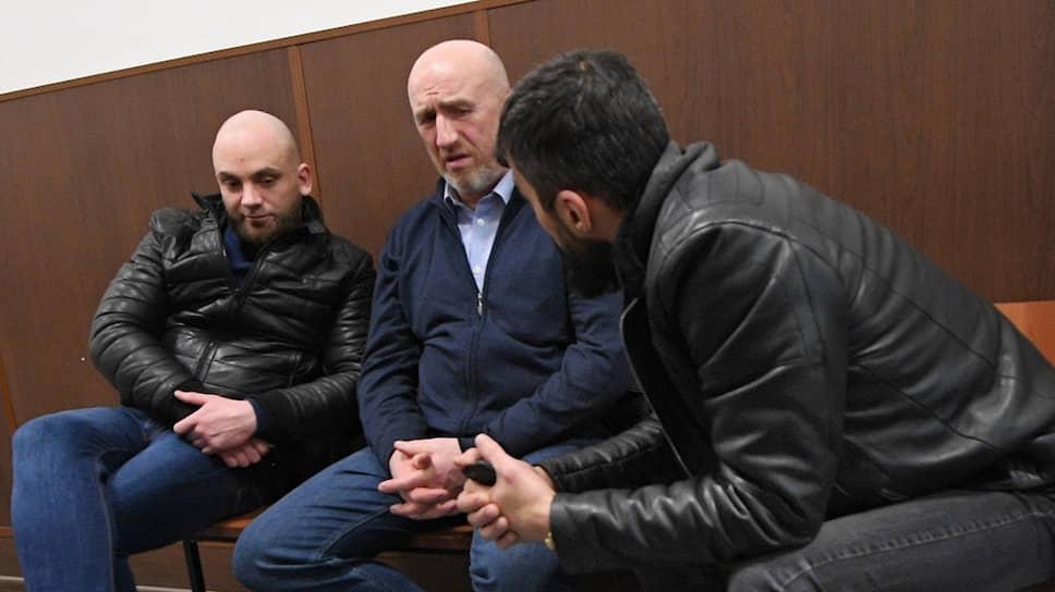 Мурманский рыбопромышленник Юрий Тузов (в центре)
