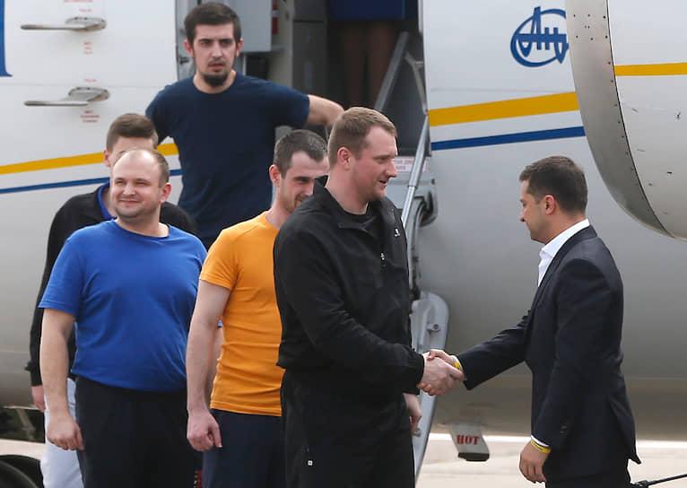 7 сентября 2019 года. Встреча освобожденных украинцев в аэропорту Борисполь после обмена задержанными и осужденными между Москвой и Киевом по формуле «35 на 35»