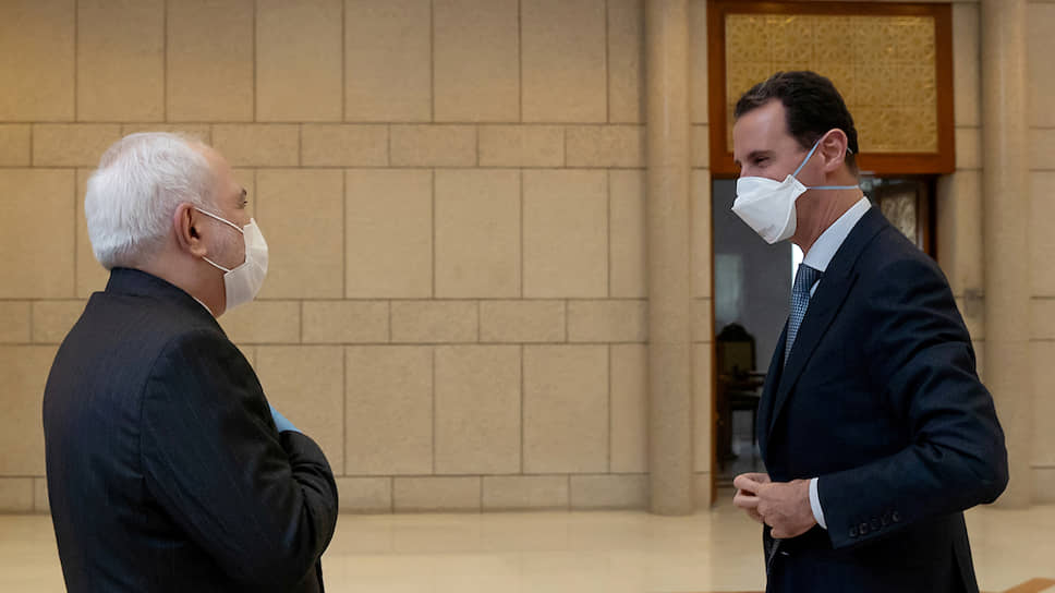 Глава МИД Ирана Мохаммад Джавад Зариф (слева) и президент Сирии Башар Асад