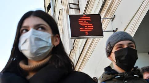 Рубль попал под раздачу нефти  / Биржевой курс доллара превышал 77руб./$
