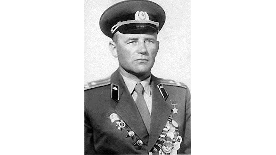Майор ГригорийДобруновкомандовал батальоном, который первым достиг линии разграничения, проходившей по реке Эльба. В отставкуДобруноввышел в 1962 году в звании полковника