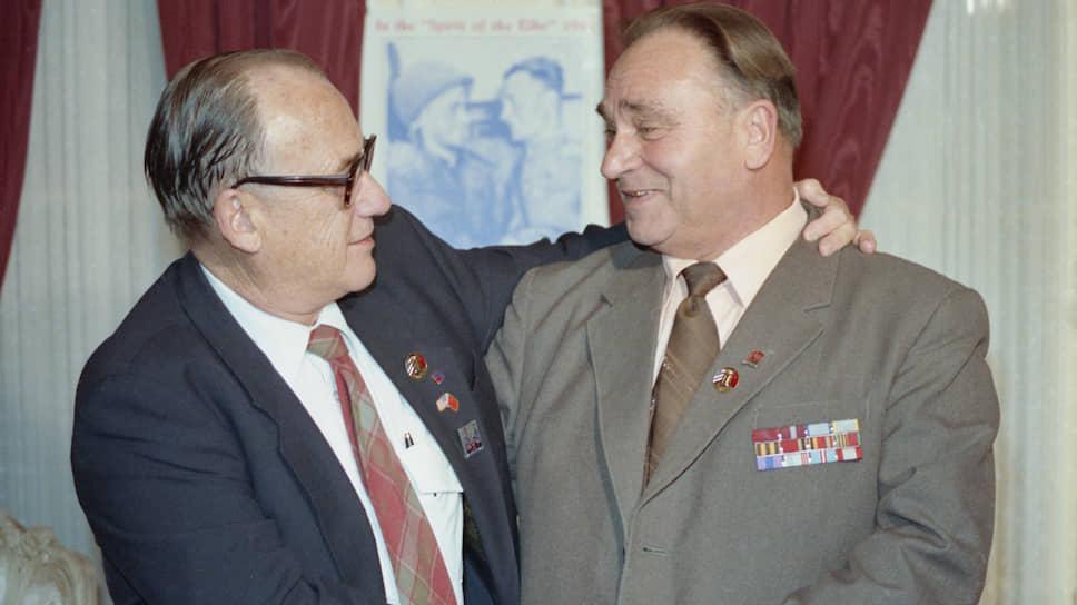 Нейрохирург Робертсон (США) и директор сельской школыСильвашко(СССР), 1987 год