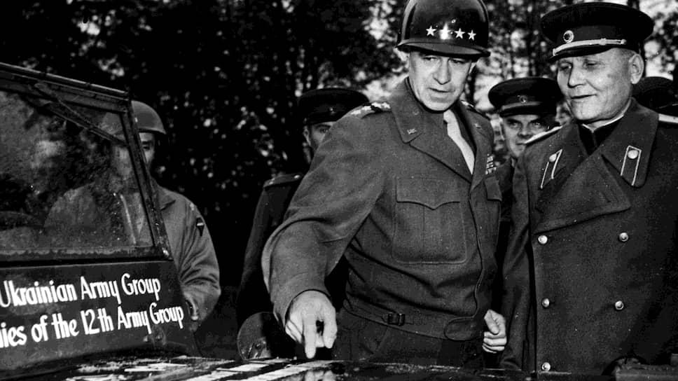 Генерал Брэдли подарил маршалу Коневу автомобиль «Виллис». Ходили слухи, что багажник машины былнабит блоками американских сигарет
