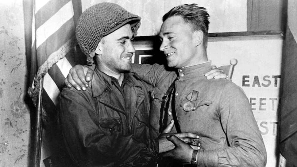 Лейтенанты Робертсон (США) иСильвашко(СССР), 1945 год