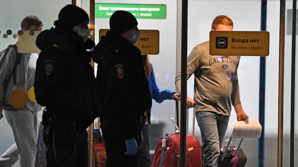 Российские туристы в аэропорту Шереметьево, прибывшие из Ларнаки (Кипр) и Таиланда