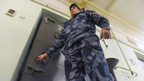 Защитницу включили в миграционный процесс  / Красноярский адвокат подозревается в махинациях с документами иностранцев