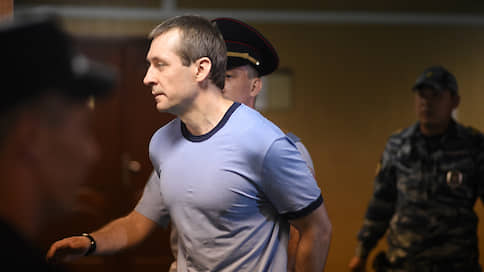 Дмитрий Захарченко пропал в «Кремлевском централе»  / Экс-полковник не выходит на связь и лишен защиты