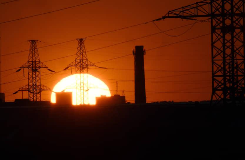 22 апреля. Москва. Линии ЛЭП на фоне заката