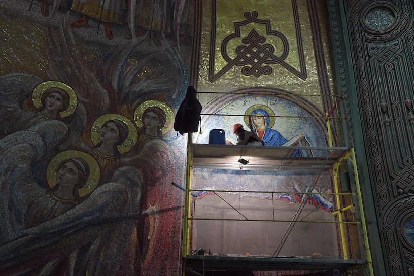 По информации сайта, посвященного храму, на счета фонда «Воскресение» для строительства было перечислено более 3 млрд руб.
