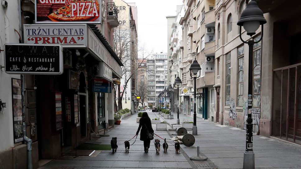 В Сербии власти ввели час выгула собак с 8 до 9 вечера, однако впоследствии отменили его из-за протестов владельцев собак