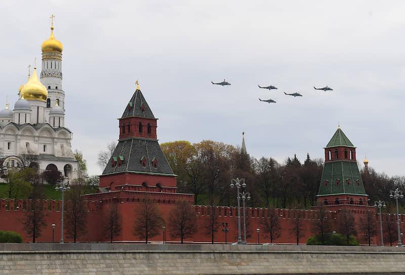 В репетиции приняли участие вертолеты Ми-26, Ми-8, Ка-52, Ми-35 и Ми-28Н