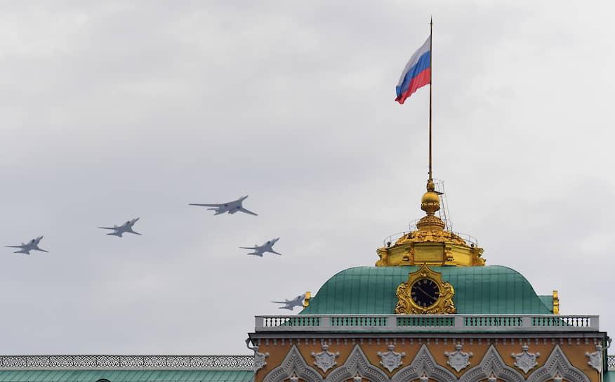 Дальние сверхзвуковые бомбардировщики-ракетоносцы Ту-22М3 и стратегический бомбардировщик-ракетоносец Ту-160