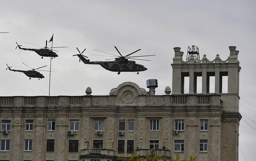 Тяжелый вертолет Ми-26 и многоцелевые вертолеты Ми-8
