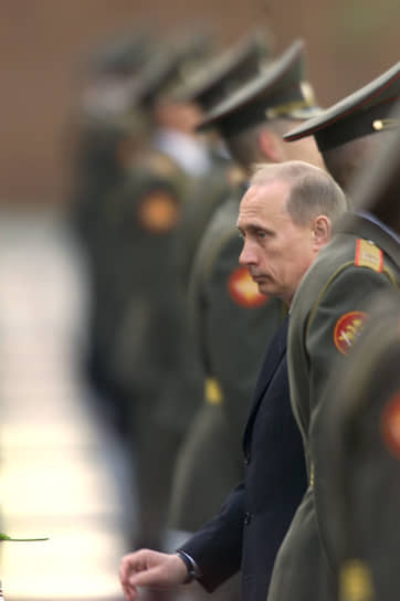 9 мая 2001 года. На возложении цветов к могиле Неизвестного солдата у Кремлевской стены