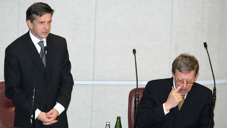 Министр здравоохранения и социального развития Михаил Зурабов (слева) и министр финансов Алексей Кудрин (справа)