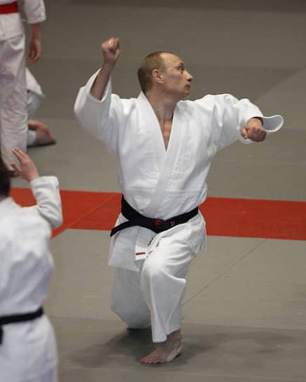 24 декабря 2005 года. Во время посещения Комплексной школы высшего спортивного мастерства в Санкт-Петербурге