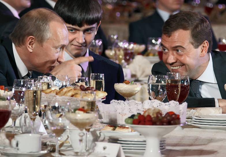 24 декабря 2007 года. С первым вице-премьером Дмитрием Медведевым на приеме в Кремле в честь открытия Года семьи в России
