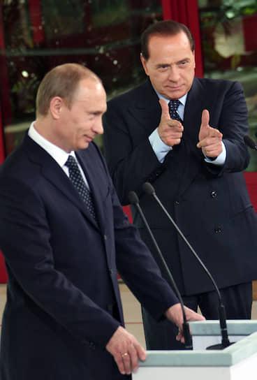 17 апреля 2008 года. На совместной пресс-конференции с Сильвио Берлускони на его вилле в Италии