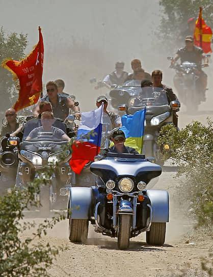 24 июля 2010 года. Во главе колонны мотоциклистов на байк-шоу под Севастополем