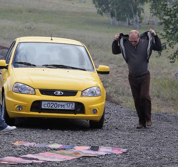 30 августа 2010 года. Владимир Путин тестирует автомобиль Lada Kalina Sport на трассе Хабаровск—Чита
