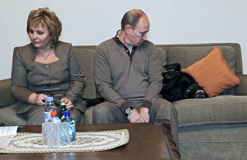 16 октября 2010 года. Владимир Путин и его супруга Людмила принимают участие в переписи населения