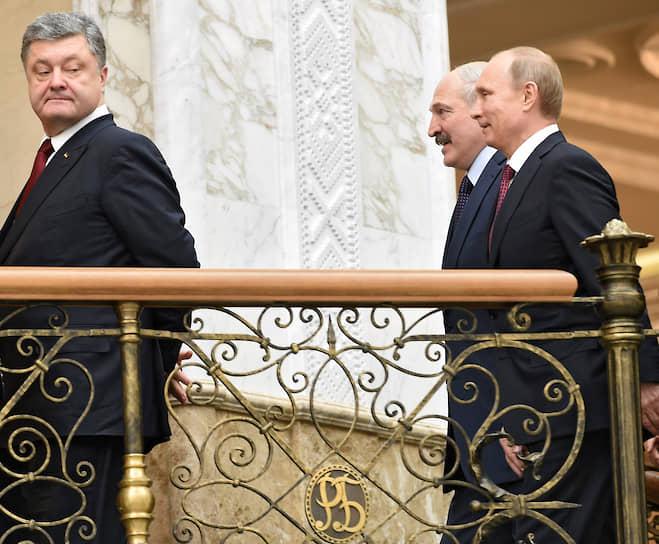 11 февраля 2015 года. С президентом Украины Петром Порошенко (слева) и президентом Белоруссии Александром Лукашенко на саммите по урегулированию кризиса на Украине
