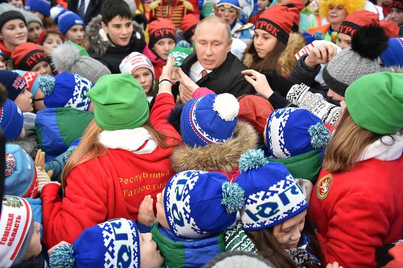 26 декабря 2017 года. На встрече с детьми, приехавшими на новогоднюю елку в Кремль