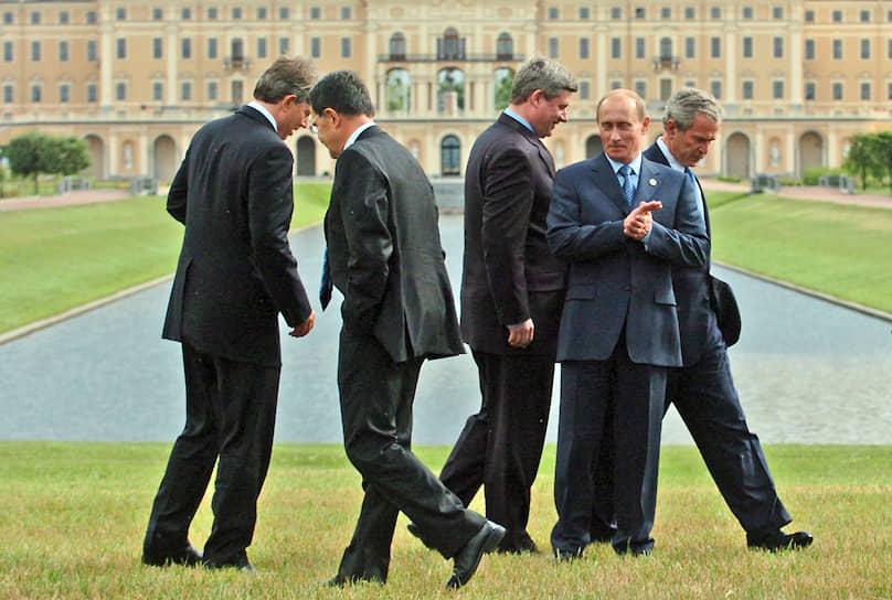 16 июля 2006 года. Во время фотографирования лидеров G8 на саммите в Стрельне