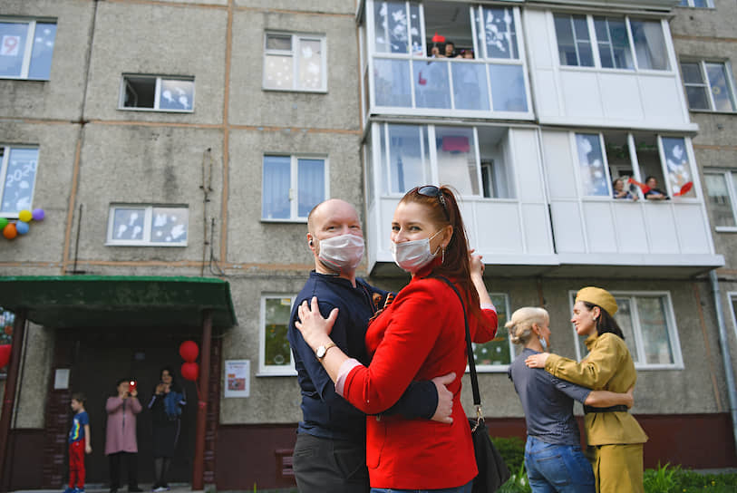 Жители Кемерово отмечают 75-летие Победы