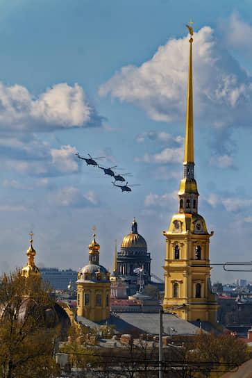 Воздушный парад в Санкт-Петербурге. Над городом пролетели 30 самолетов и вертолетов Западного военного округа