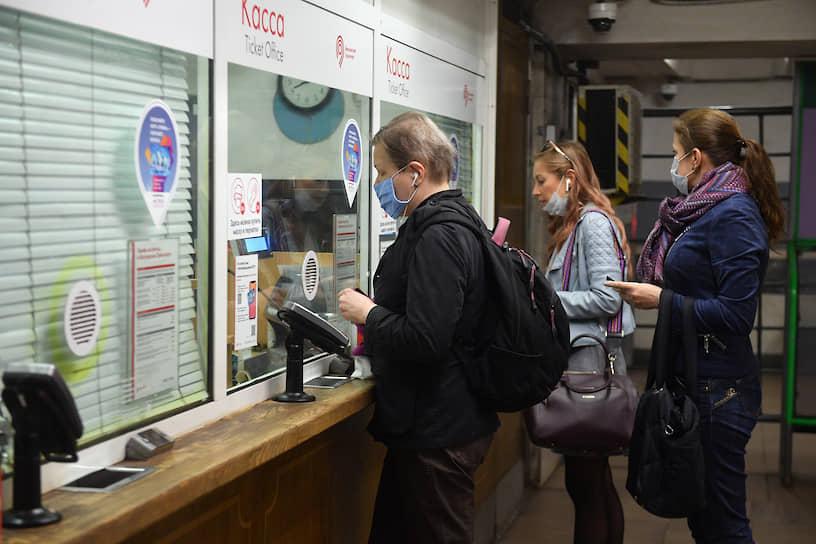 Больше всего пассажиров, которые заранее позаботились о средствах защиты, было на станциях «Кузьминки» и «Павелецкая»