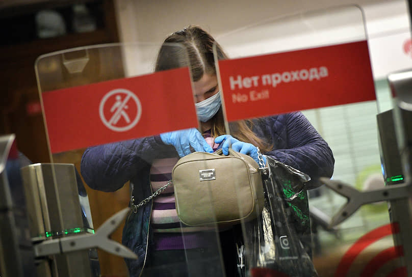 Защитные медицинские маски продаются во всех кассах метрополитена и вендинговых аппаратах