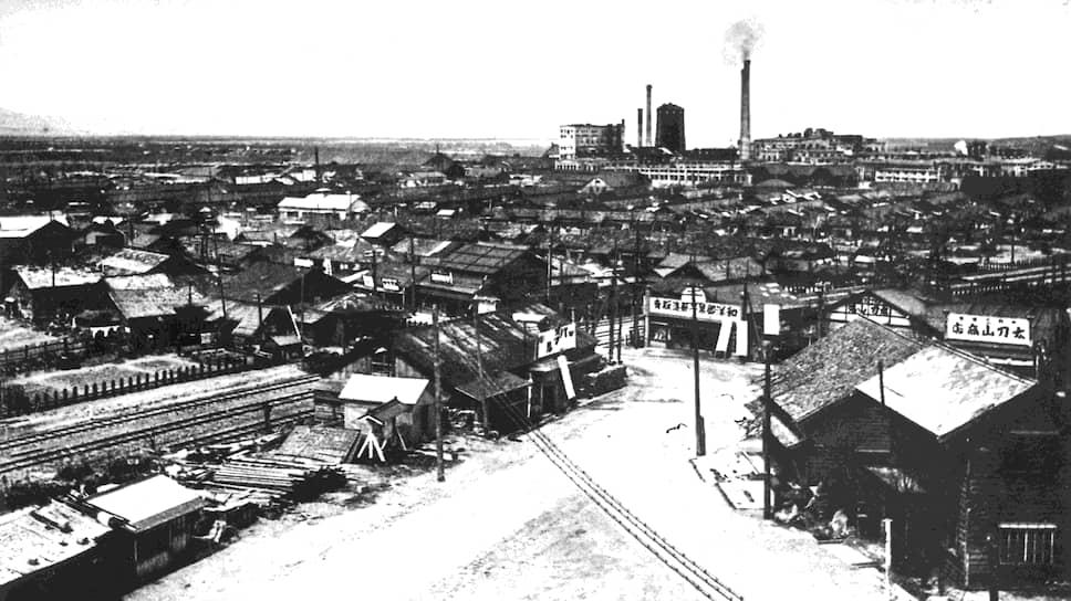 """""""Южный Сахалин, которым в настоящее время владеет Япония, должен быть возвращен СССР"""" (на фото — город Тоёхара (Южно-Сахалинск), 1945 год)"""